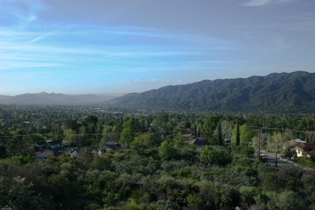 The La Crescenta Valley lies between the San Gabriel Mountains & the Verdugo Hills.